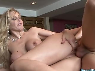 Buxomy Stepmom Dickriding In Reversecowgirl