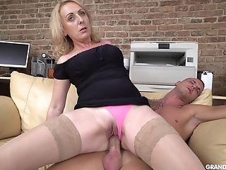 Blonde Matures Mummy Stunner Tempts And Rails A Teenager Dude In The Kitchen