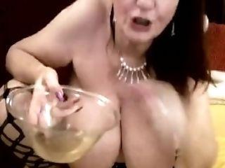 Giga Tits Matures Like Pissssss !