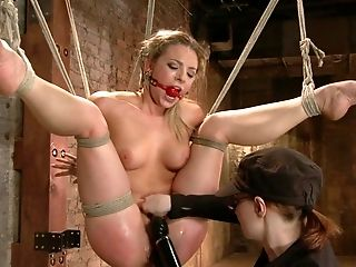 Dahlia Sky In Mega Hotty Dahlia Sky - Hog-tied