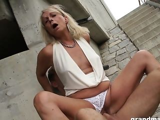 Matures Natural Blonde Mummy Blows A Junior Dude's Hard Dick